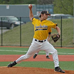 calvin teague pitching a baseball